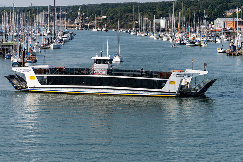 picture of the east cowes floating bridge number 6